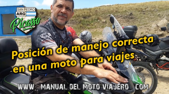 Posición correcta de manejo en una moto de viaje.